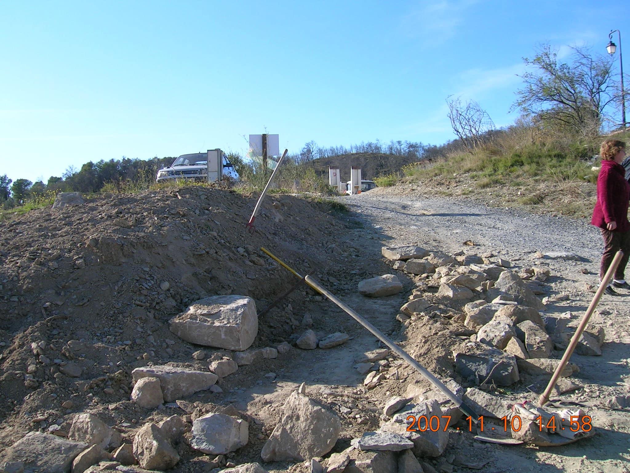 Un talus, des pierres, voici la base. Il n'y a plus qu'à !