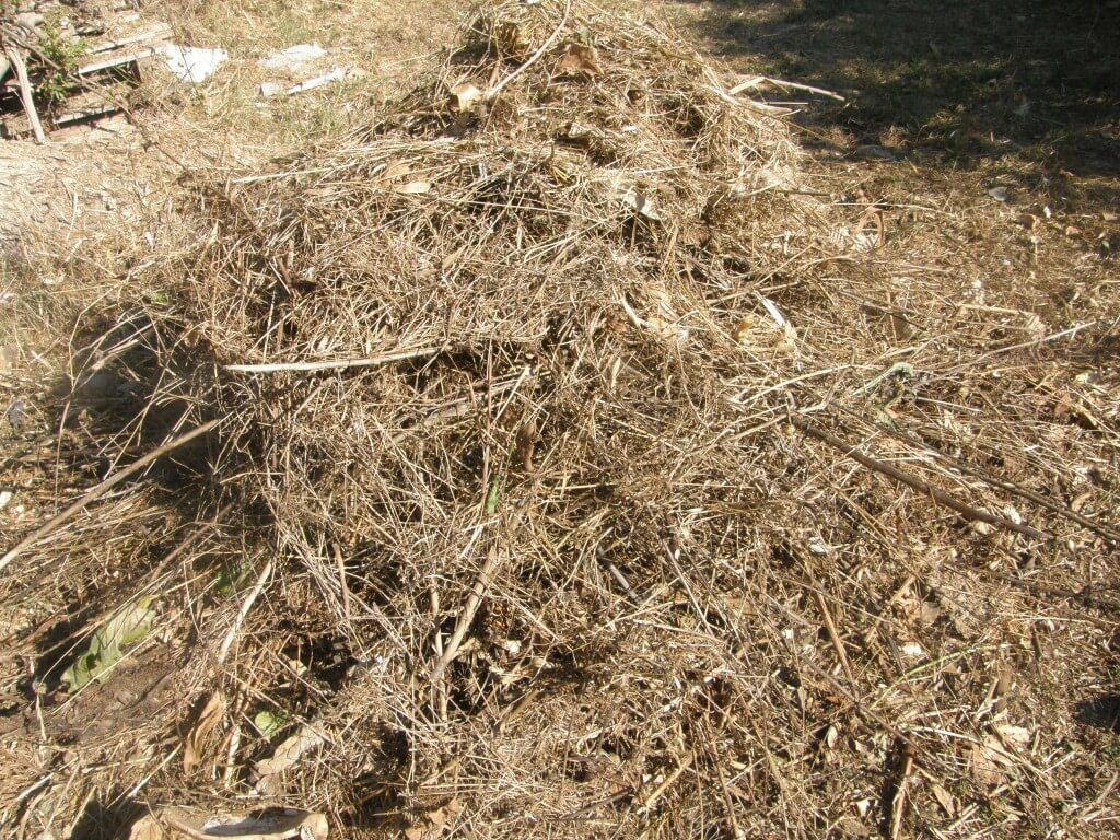 composter la paille le foin les feuilles humeur de jardinier. Black Bedroom Furniture Sets. Home Design Ideas