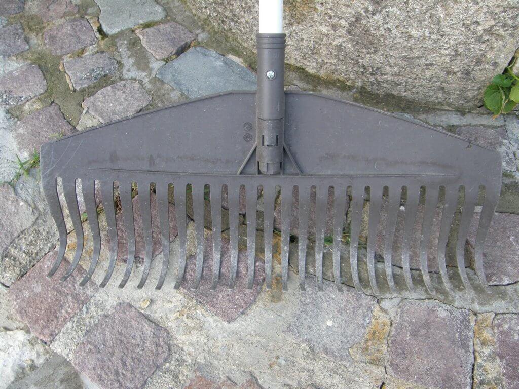 Balai à feuilles Light - 25 dents Fiskars