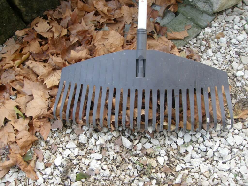 Le Balai à feuilles Light - 25 dents Fiskars