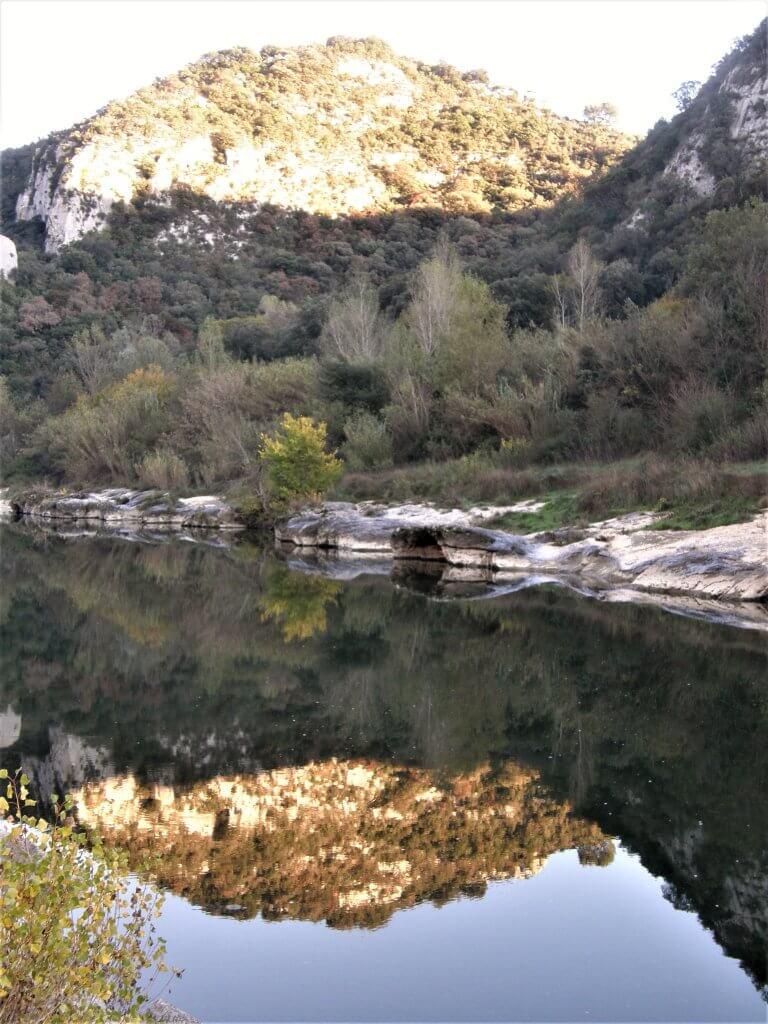 Débit de la rivière, 32.7 m3 seconde. En crue le débit peut avoisiner les 7000 m3 seconde