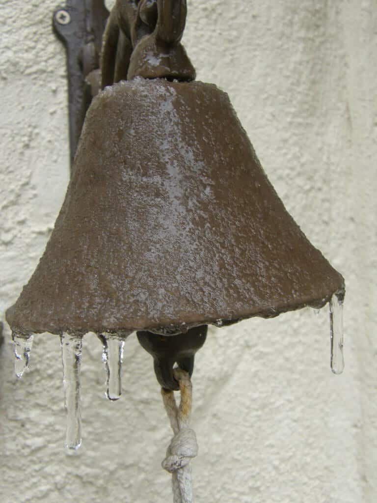 Silencieux hiver. La cloche s'est tue.